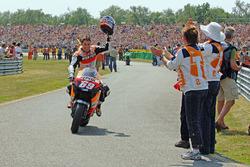 Yarış galibi Nicky Hayden