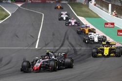 Kevin Magnussen, Haas F1 Team VF-18, Carlos Sainz Jr., Renault Sport F1 Team R.S. 18, Charles Leclerc, Sauber C37, Fernando Alonso, McLaren MCL33