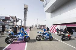 Les motos attendent de passer aux vérifications