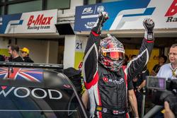 Ganador de la Pole position Rob Huff, All-Inkl Motorsport, Citroën C-Elysée WTCC