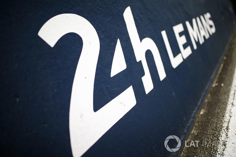 El pit lane de Le Mans