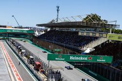 Пьер Гасли, Scuderia Toro Rosso STR12, Маркус Эрикссон, Sauber C36, и Лэнс Стролл, Williams FW40