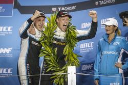 Podio: Nicky Catsburg, Polestar Cyan Racing, Volvo S60 Polestar TC1 y Thed Björk, Polestar Cyan Raci