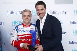 Le trophée Julius Bar de la Pole Position est remis à Felix Rosenqvist, Mahindra Racing
