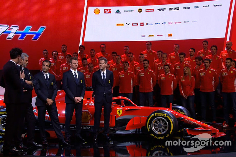 Гонщики Ferrari Кими Райкконен и Себастьян Феттель, Марк Жене и руководитель команды Маурицио Арривабене