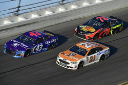 Darrell Wallace Jr., Richard Petty Motorsports Ford Fusion, Martin Truex Jr., Furniture Row Racing Toyota