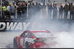 Ganador de carrera Kyle Busch, Joe Gibbs Racing