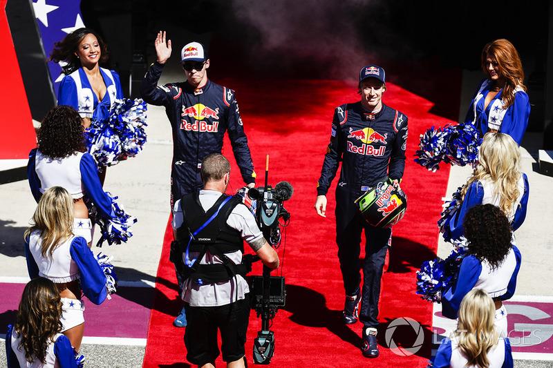 Daniil Kvyat, Scuderia Toro Rosso, Brendon Hartley, Scuderia Toro Rosso, pada parade pembalap