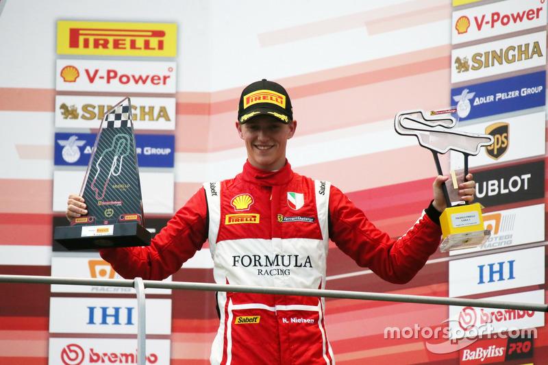 Podio: Ganador de la carrerar #11 Formula Racing Ferrari 488: Nicklas Nielsen