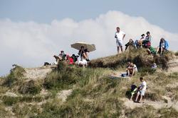 Фанати на дюнах