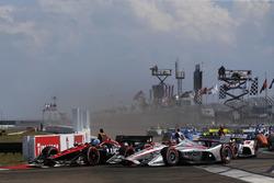 Robert Wickens, Schmidt Peterson Motorsports Honda, Will Power, Team Penske Chevrolet al comando alla partenza
