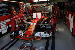 Sebastian Vettel, Ferrari SF70H in the garage
