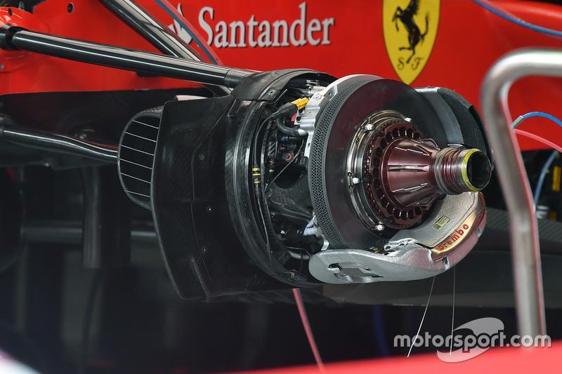 Ferrari SF70H, freno anteriore e mozzo
