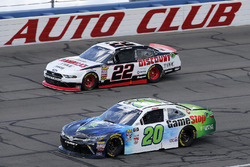 Joey Logano, Team Penske, Ford Mustang Discount Tire Christopher Bell, Joe Gibbs Racing, Toyota Camry GameStop TurtleBeach