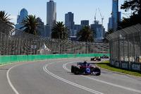 Pierre Gasly, Toro Rosso STR13 Honda, leads Daniel Ricciardo, Red Bull Racing RB14 Tag Heuer, and Brendon Hartley, Toro Rosso STR13 Honda