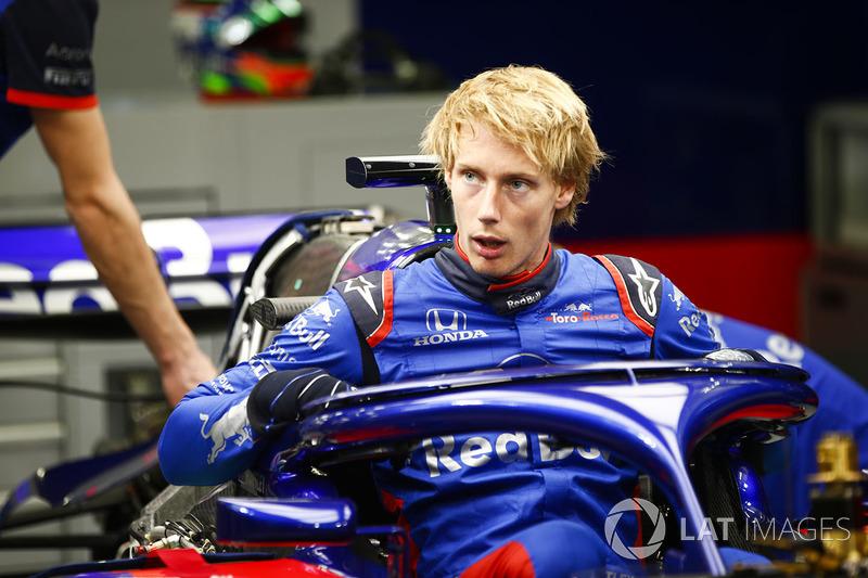 Brendon Hartley, Toro Rosso STR13 Honda, gets into his car