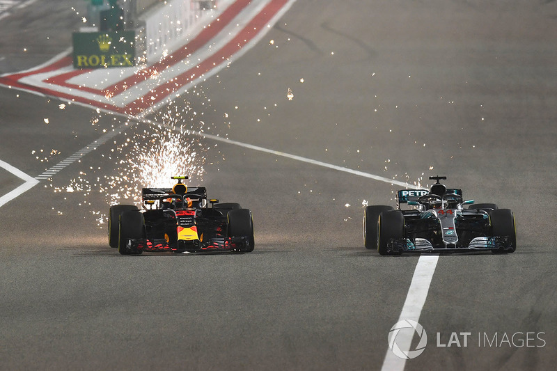 Max Verstappen, Red Bull Racing RB14 y Lewis Hamilton, Mercedes-AMG F1 W09 EQ Power