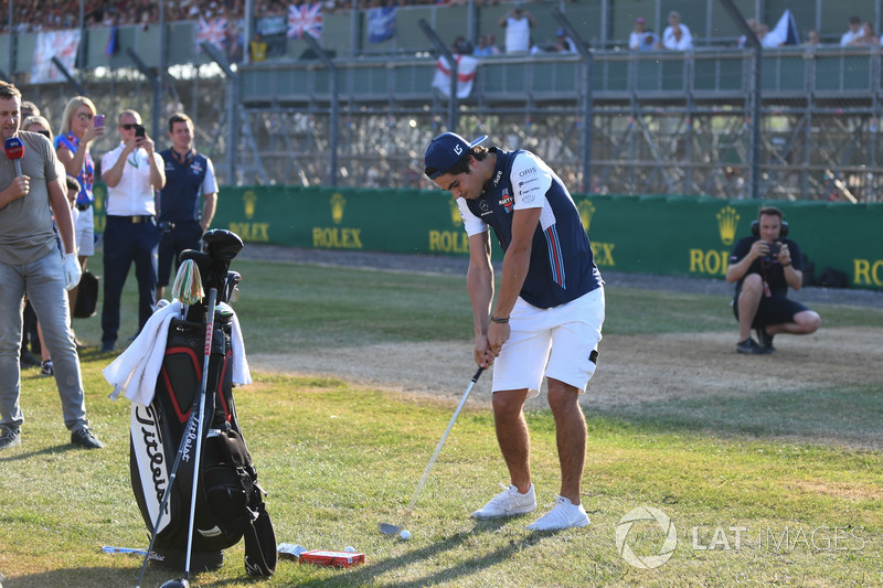 Lance Stroll, Williams joue au golf