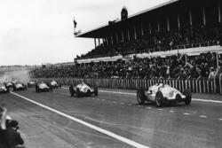 Tazio Nuvolari et Hermann Muller sur Auto Union Type D èebent au départ