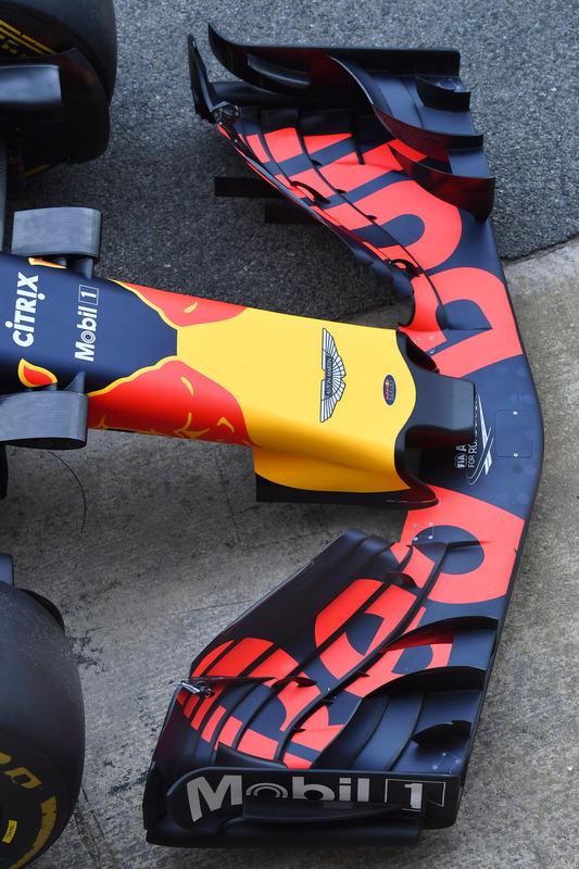 Носовой обтекатель и переднее антикрыло Red Bull Racing RB14