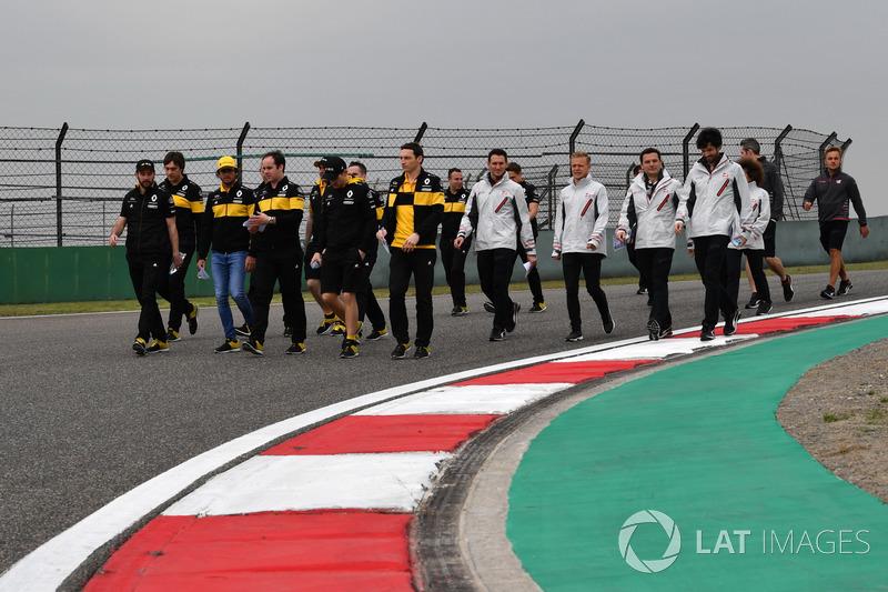 Carlos Sainz jr, Renault Sport F1 Team, Kevin Magnussen, Haas F1 Team