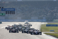 Start of the race, Maximilian Günther, Prema Powerteam Dallara F317 - Mercedes-Benz leads