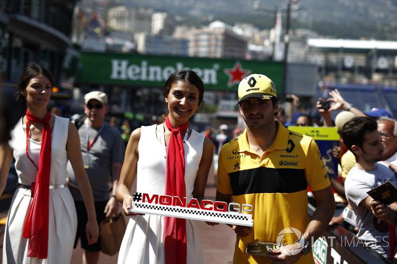 Carlos Sainz Jr., Renault Sport F1 Team with a Monaco GP girl