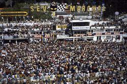 Siegerehrung mit 1. Jacky Ickx, Derek Bell, Porsche 956