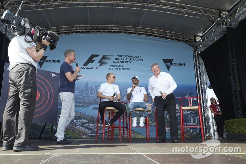 David Coulthard, Channel 4 F1; Valtteri Bottas, Mercedes AMG F1; Lewis Hamilton, Mercedes AMG F1; und Ross Brawn, Motorsportmanager