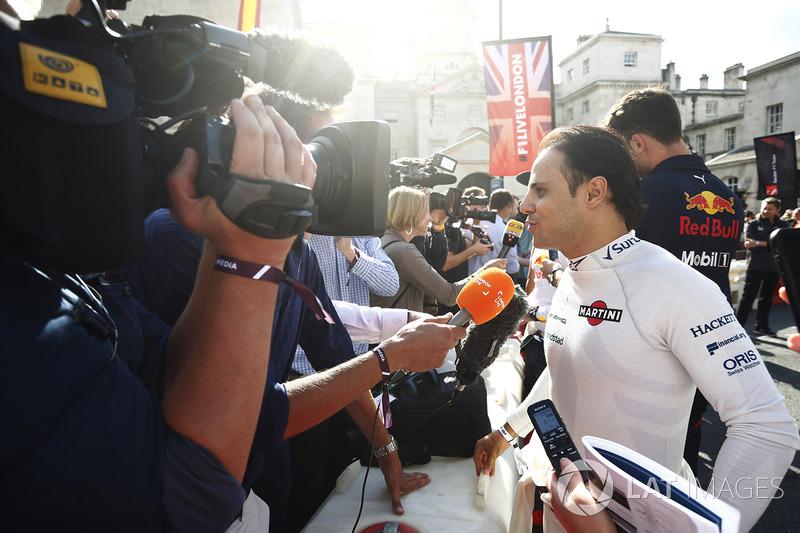 Феліпе Масса (Williams) дає інтерв'ю