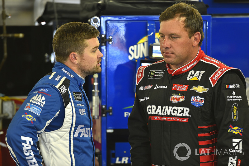 Ricky Stenhouse Jr., Roush Fenway Racing Ford, Ryan Newman, Richard Childress Racing Chevrolet