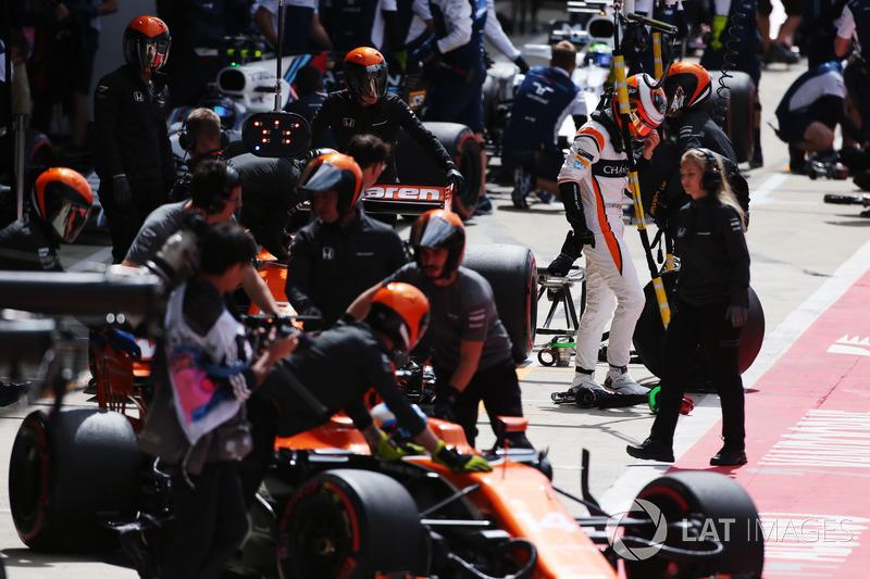 Стоффель Вандорн, Фернандо Алонсо, McLaren MCL32, Ленс Стролл, Феліпе Масса, Williams FW40