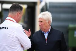 Менеджер Mercedes AMG F1 Рон Мидоуз и Херби Бланш