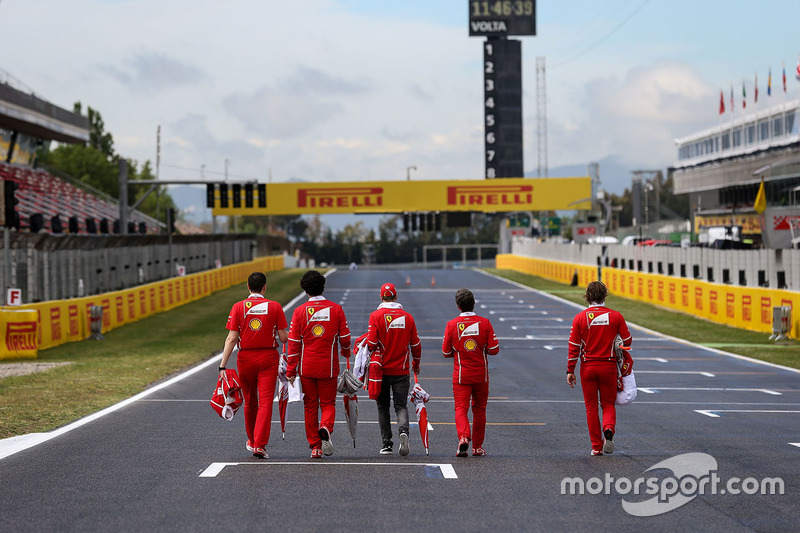 Ознакомление с трассой: гонщик Ferrari Себастьян Феттель