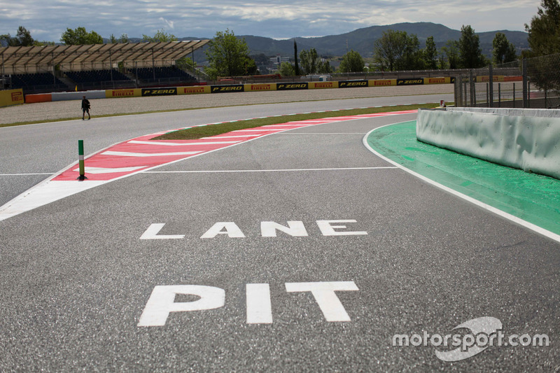 Pit Lane entry and Track View