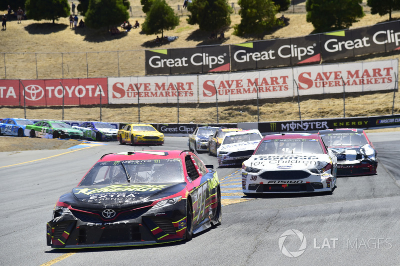 Erik Jones, Furniture Row Racing Toyota, David Ragan, Front Row Motorsports Ford