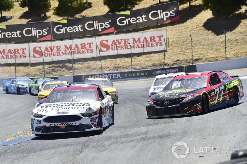 David Ragan, Front Row Motorsports Ford, Erik Jones, Furniture Row Racing Toyota