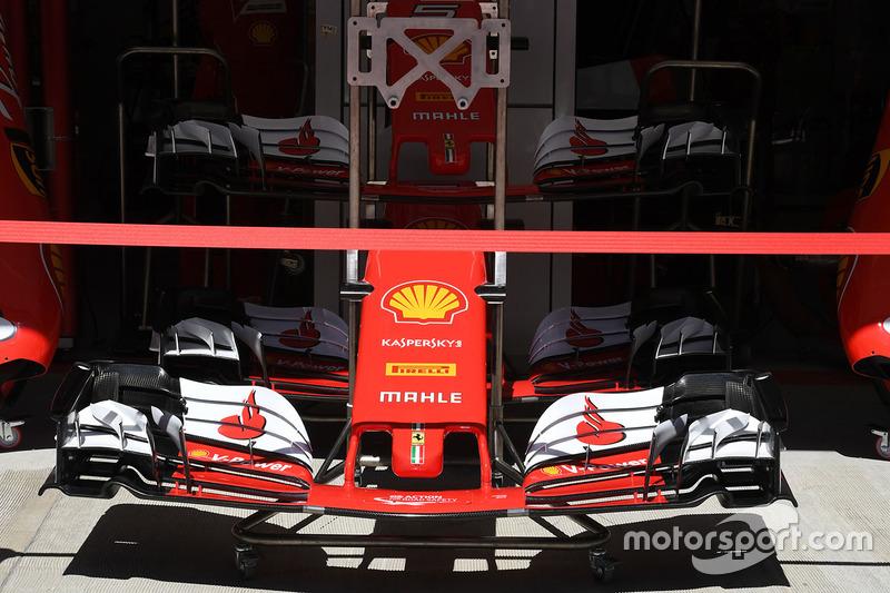 Detalle del alerón delantero y el morro del Ferrari SF70H