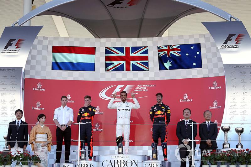 Podio: il vincitore della gara Lewis Hamilton, Mercedes AMG F1, il secondo classificato Max Verstappen, Red Bull Racing, il terzo classificato Daniel Ricciardo, Red Bull Racing, James Vowles, Chief Strategist Mercedes AMG F1