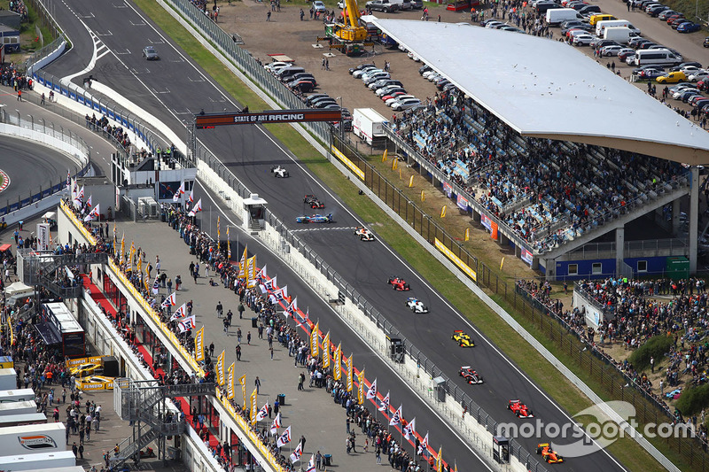 Фрагмент гонки BOSS GP (кажется, у кого-то что-то пошло не так на главной прямой)