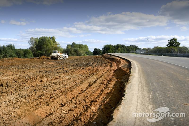 Le Mans track changes at Porsche curves