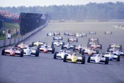 Старт: Рик Мирс March 84C Cosworth, Марио Андретти, Lola T800 Cosworth