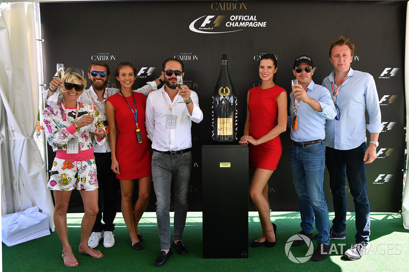 Презентація офіційного напою Ф1 шампанського Carbon