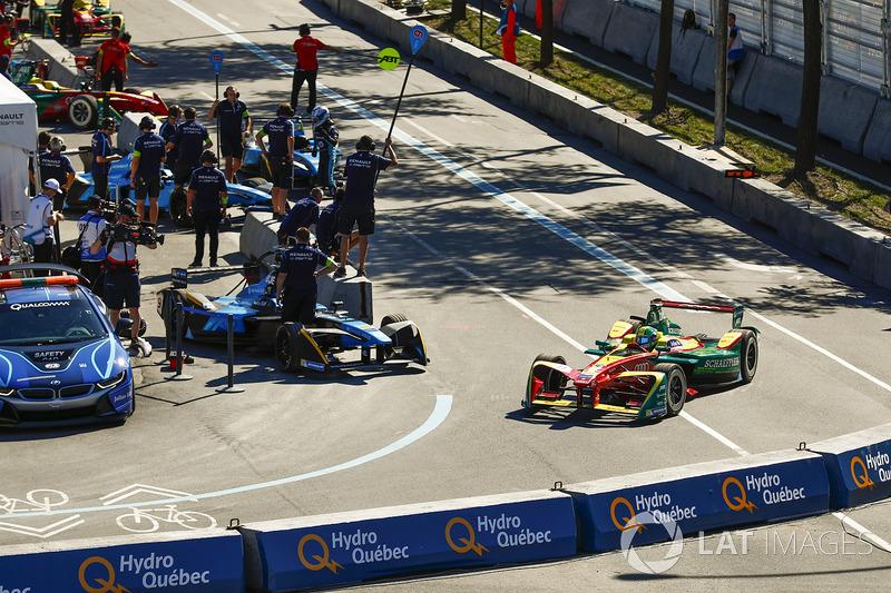 Lucas di Grassi, ABT Schaeffler Audi Sport, deja los pits