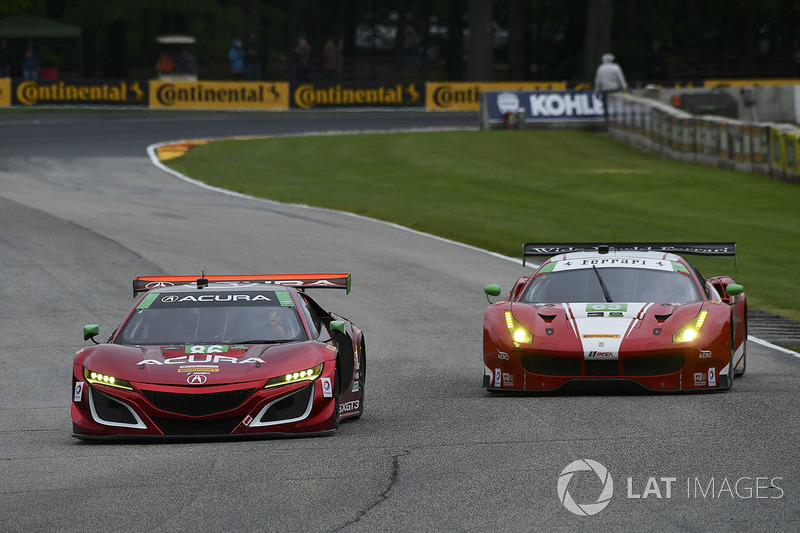 #86 Michael Shank Racing Acura NSX: Освальдо Негрі мл., Джефф Сігал, #63 Scuderia Corsa Ferrari 488