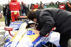 Il vincitore della gara Alexander Rossi, Curb Herta - Andretti Autosport Honda riceve le congratulaz