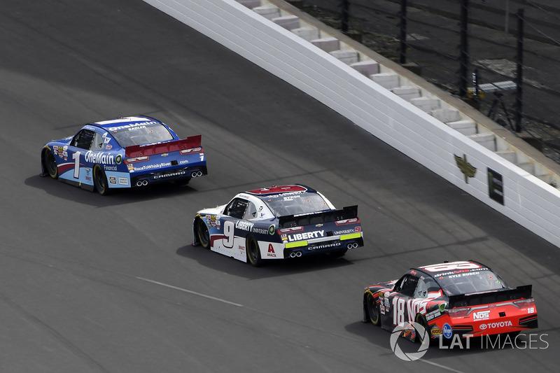Elliott Sadler, JR Motorsports Chevrolet, William Byron, JR Motorsports Chevrolet, Kyle Busch, Joe Gibbs Racing Toyota