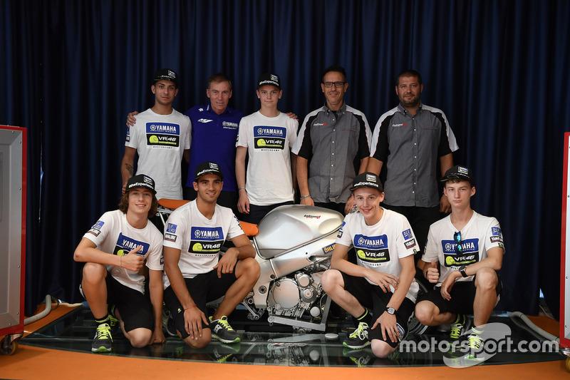Керуючий директор Yamaha Motor Racing Лін Джарвіс та учасники четвертого Yamaha VR46 Master Camp в офісі Andreani Group