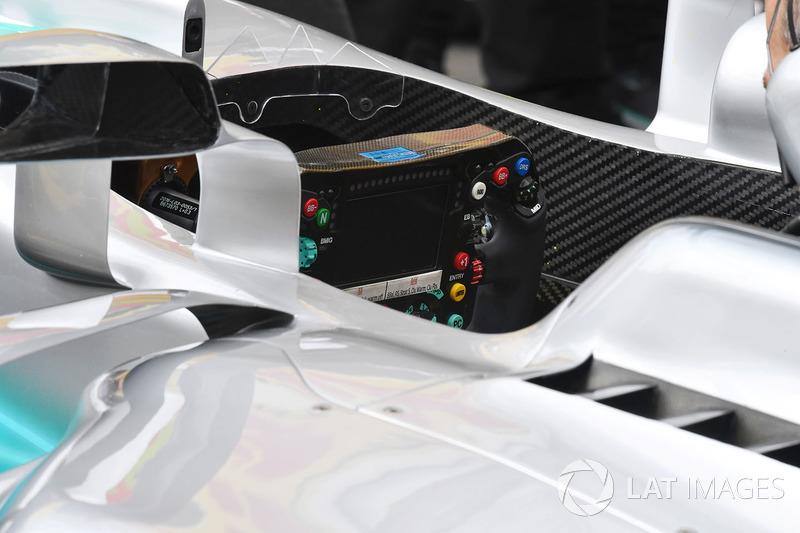 Кермо Mercedes-Benz F1 W08 Hybrid