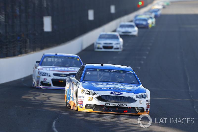 Ryan Blaney, Wood Brothers Racing Ford, Chris Buescher, JTG Daugherty Racing Chevrolet